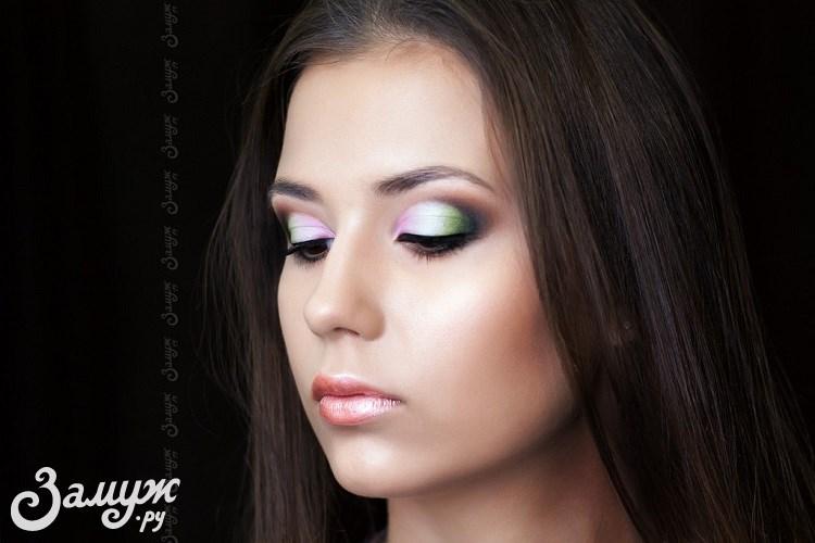 Макияж на выпускной: фото и тенденции 2017 года - цветной макияж