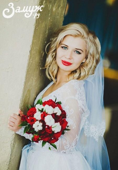 Свадебные причёски на короткие волосы — с фатой